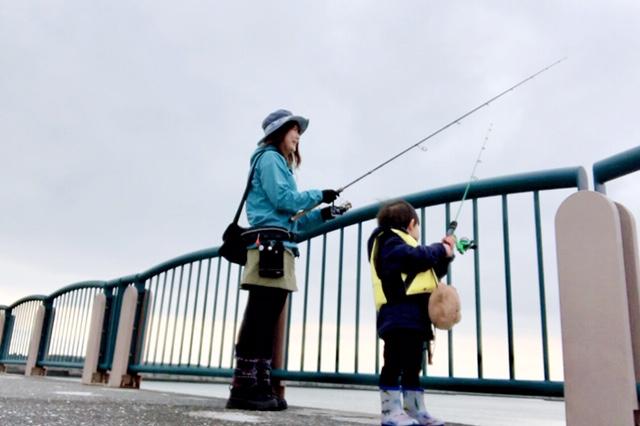 苫小牧港で親子釣り♪息子はマイロッドデビュー