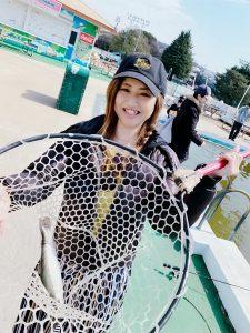 釣りガール_ゆみてぃ