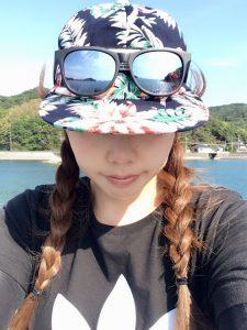 釣りの帽子とサングラス