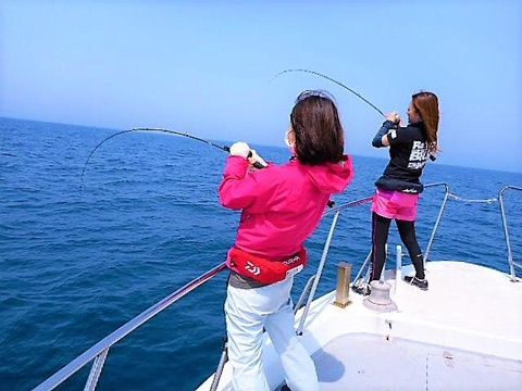 【日焼け・熱中症対策】真夏の女性向け釣りファッションはこれ! (九州釣りガール編)