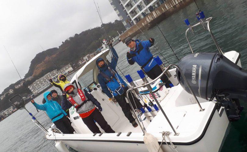 いつもの仲間とプレジャーボートをレンタルして東京湾へ!
