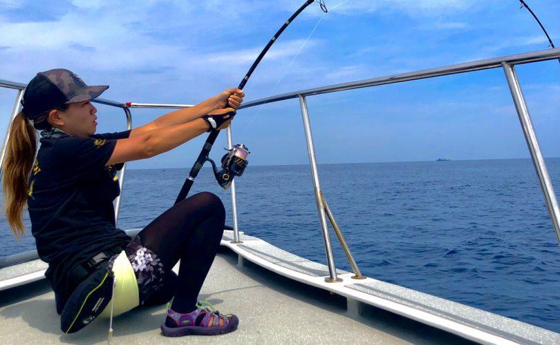 オフショア釣りにおすすめの釣り靴は?大物狙い釣りガールHAZUKIが重視するのはグリップ力!