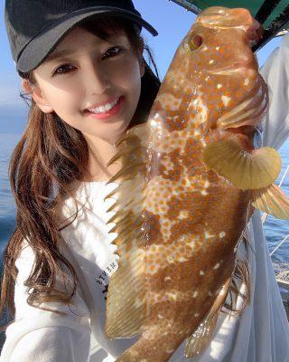 魚を釣る女性2