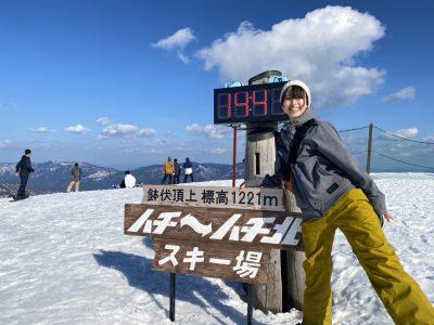ハチ北高原スキー場と女性