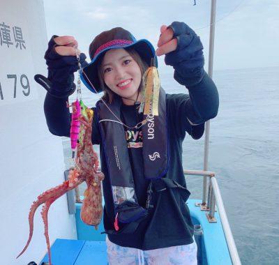 明石タコを釣る女性