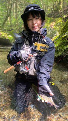 渓流 釣りガール
