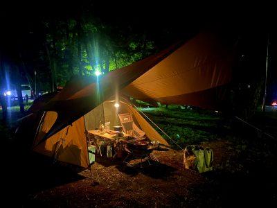 夜のキャンプ 幻想的