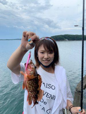 ガシラを釣る釣りガール